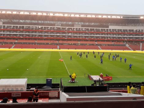 (VIDEO) Así cae la lluvia en el estadio Rodrigo Paz Delgado