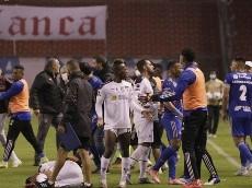 """""""Atacan cobardemente a Alcívar"""", desde LDUQ pedirán sanción para 2 jugadores de Emelec"""