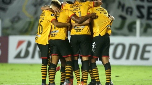 Santos v Barcelona SC - Copa CONMEBOL Libertadores 2021
